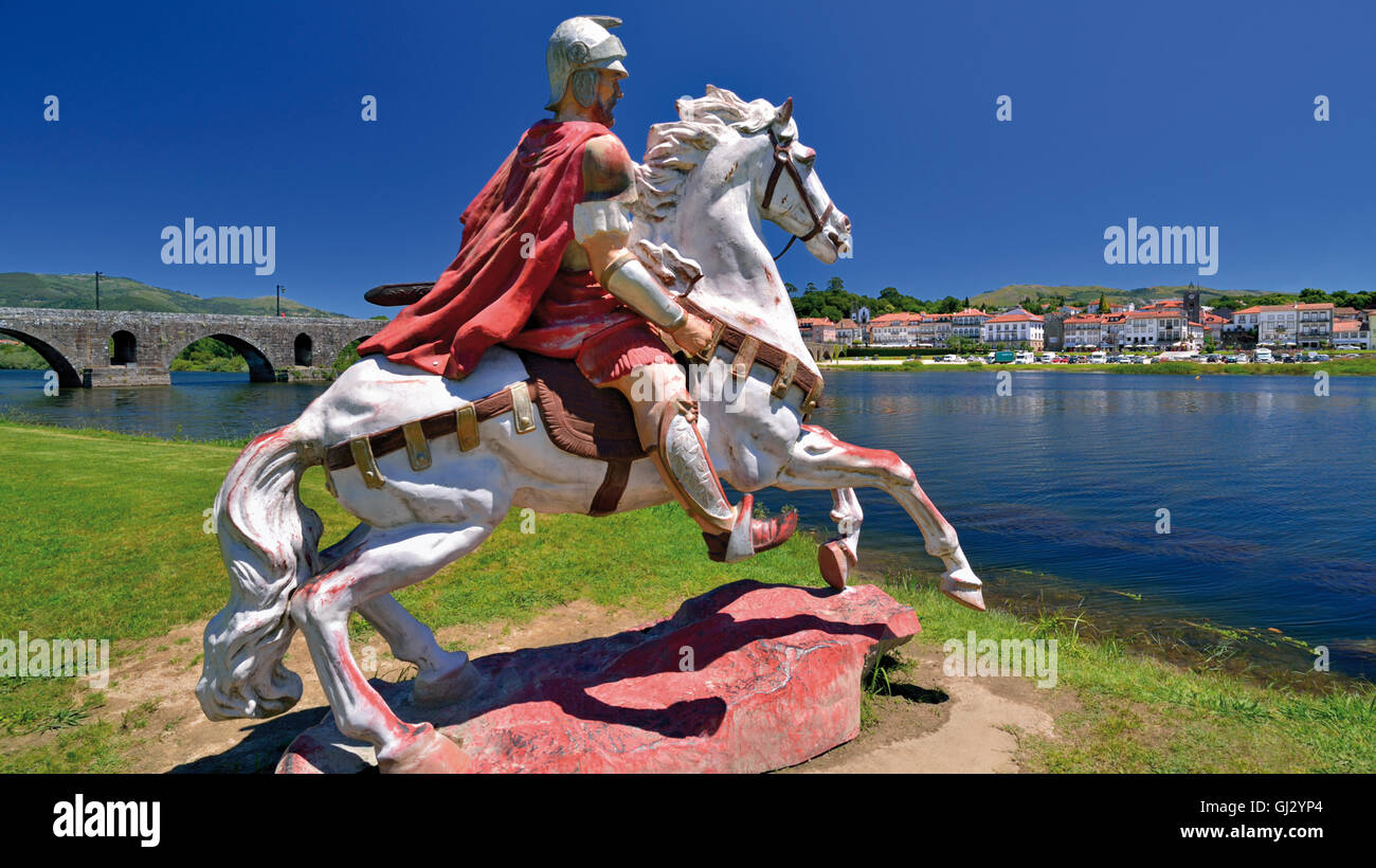 Portugal, MInho: Statue of a roman soldier on horse calling his troops on the other side of river Lima in Ponte - Stock Image