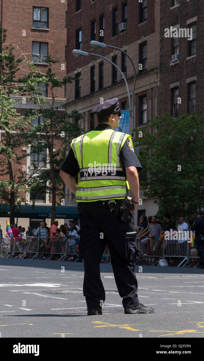 NYPD cop on duty at a parade in New York City - Stock Image