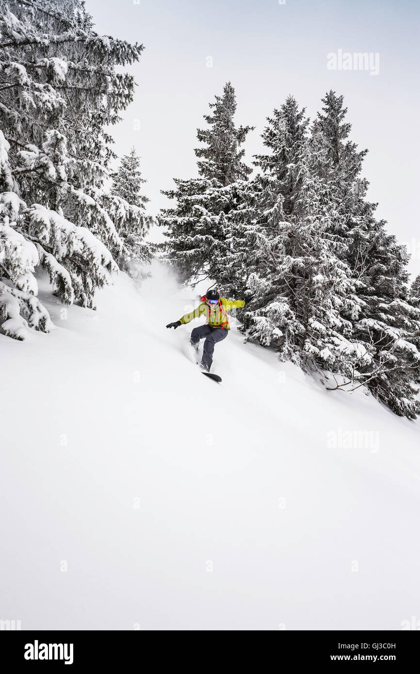 Man snowboarding down steep mountainside at Kranzegg, Bavaria, Germany Stock Photo
