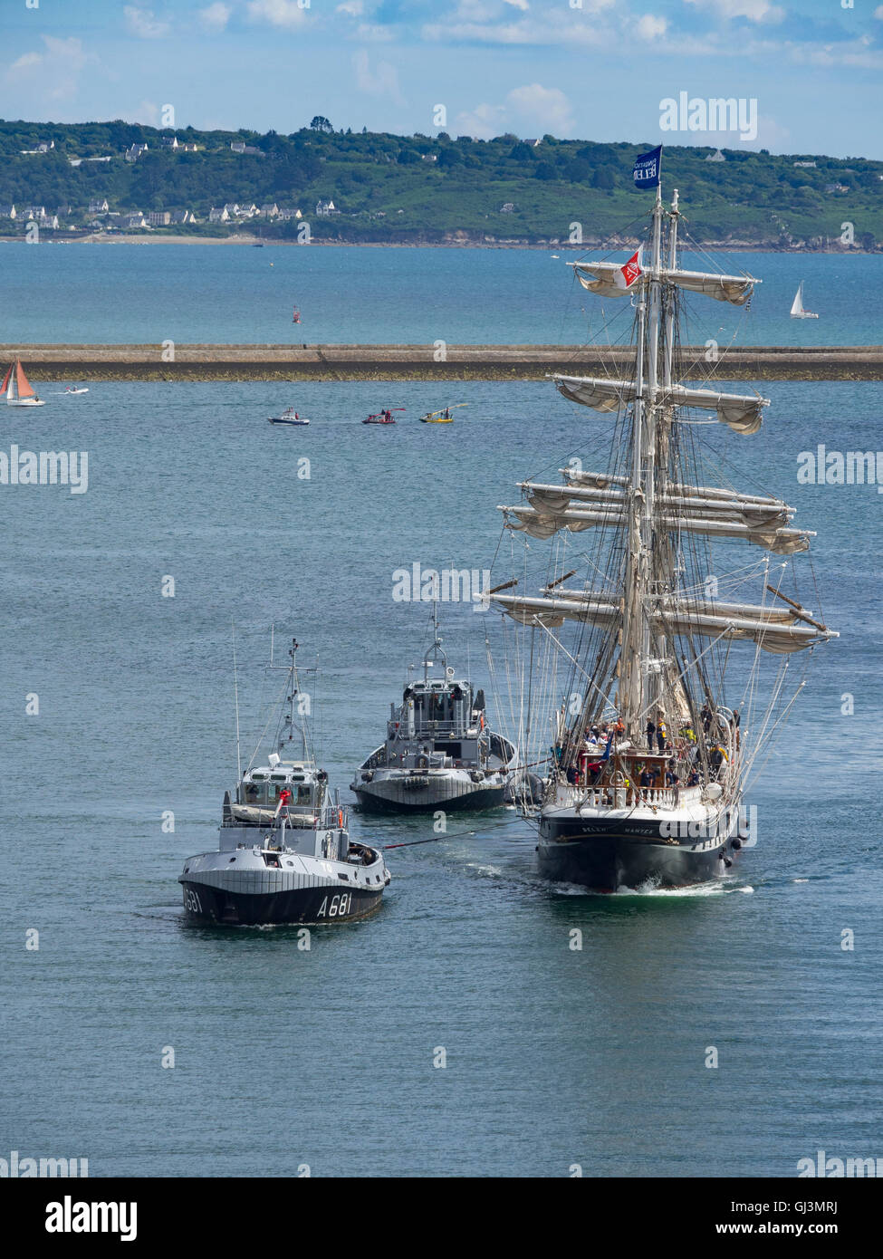 The frigate Belem assisted by two tugs enters the estuary of the Penfeld during the Brest  maritime festival of - Stock Image