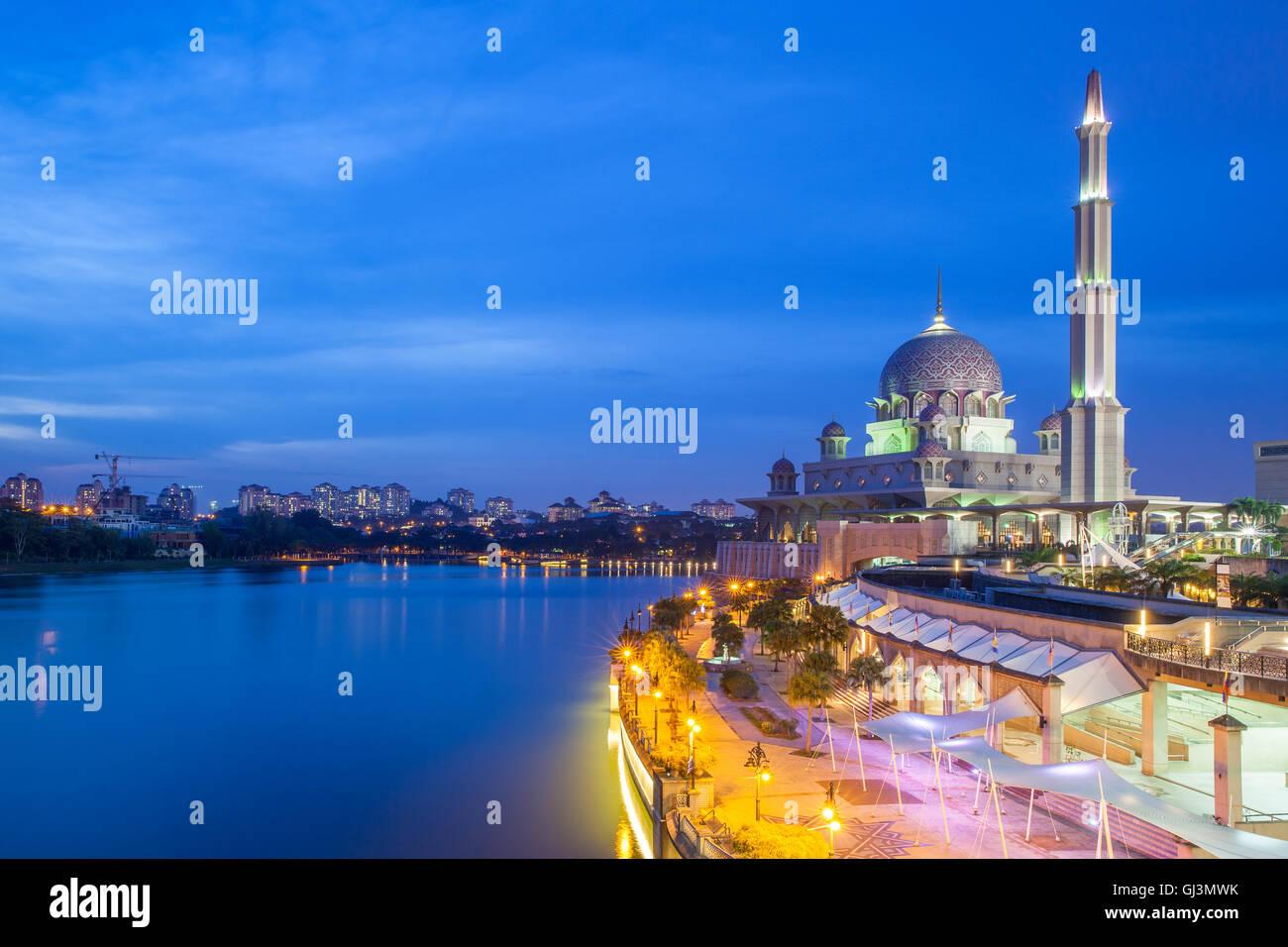 Beautiful pink Putra Mosque at dusk, Putrajaya, Malaysia - Stock Image