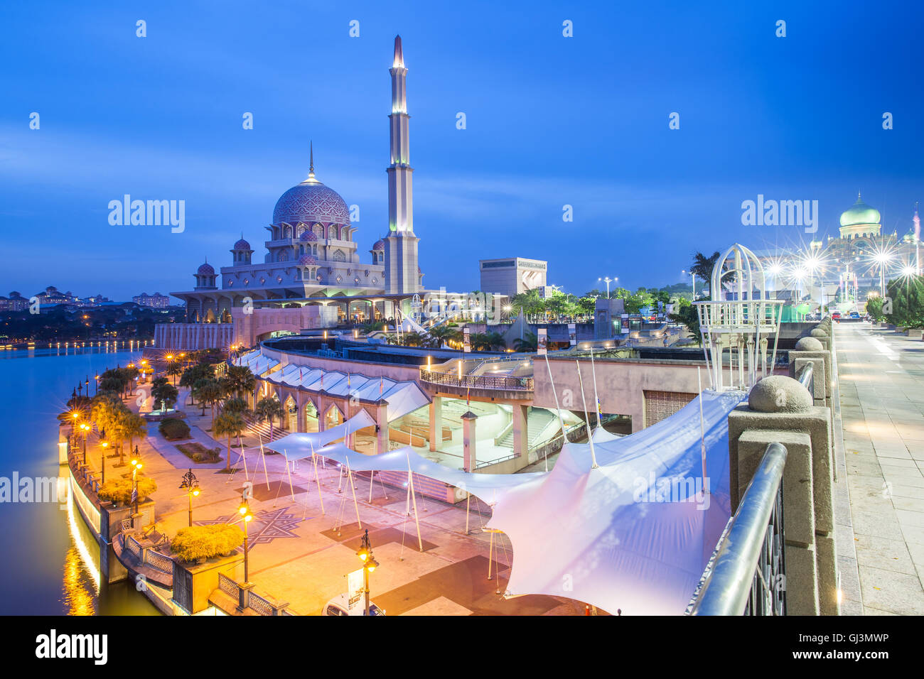 Beautiful pink Putra Mosque at dusk, Putrajaya, Malaysia on August 11, 2016. - Stock Image