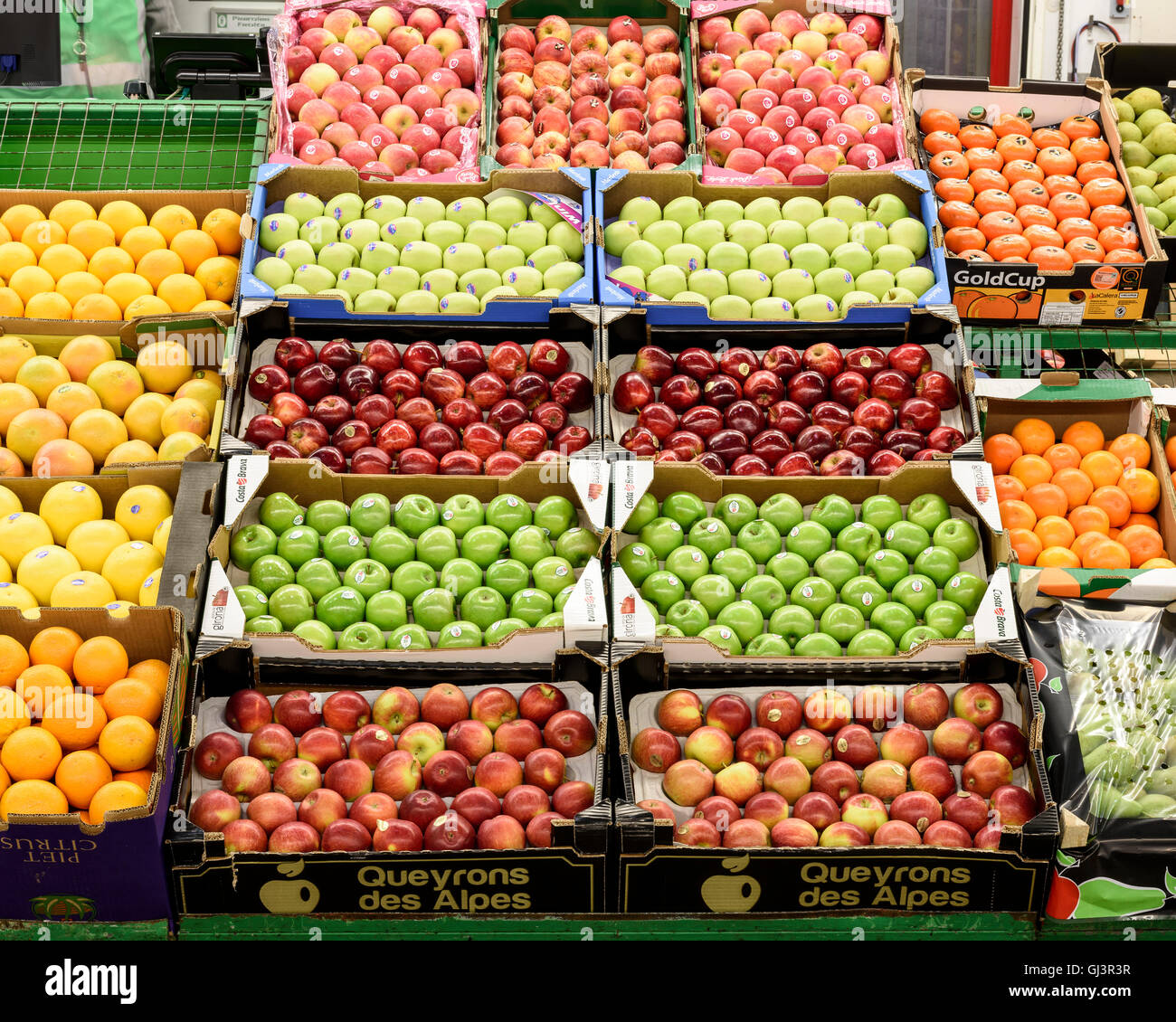 Fruit in the fruit and veg market. New Covent Garden Market, London, United Kingdom. Architect: -, 1974. Stock Photo