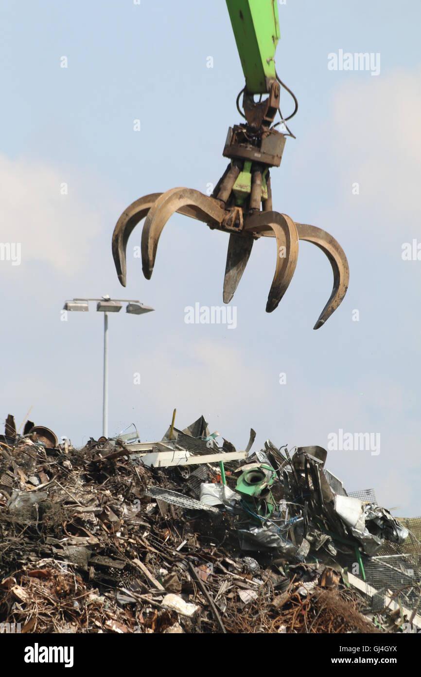 Crane with grab claw at scrap metal recycling yard, Hamburg - Stock Image