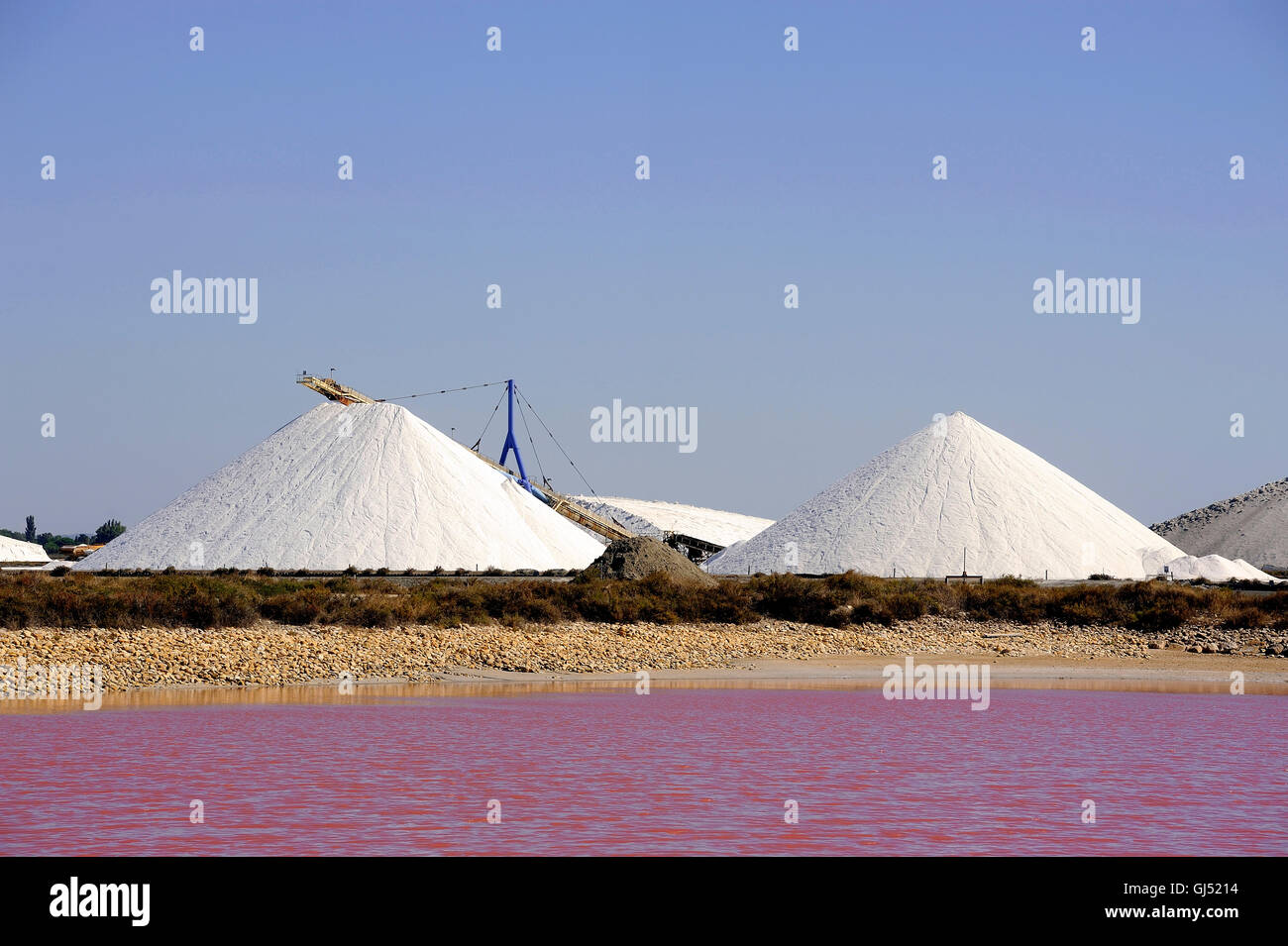Site operating sea salt saline Aigues-Mortes in the season when a pink algae grow in the water, which gives this - Stock Image