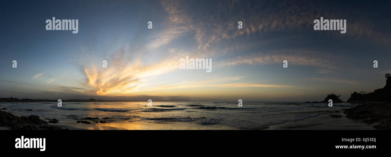 Panorama of the evening skies over Byron Beach in Byron Bay. - Stock Image