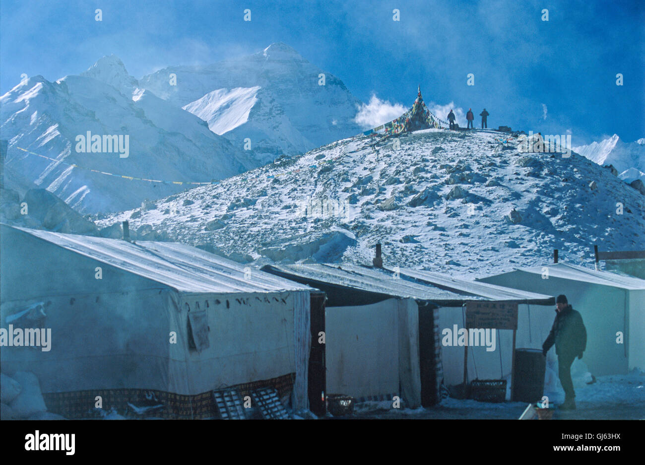 Temporary  makeshift  accommodation / tea-shops, put  up  for  the  trekking/climbing  season,  at  Everest  Base - Stock Image