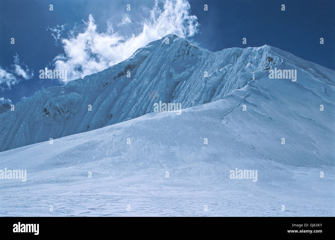 Everest's  North-East  Ridge  from  Raphu  La  (6,550 metres), a  prominant  col  which  lies  at  the  foot - Stock Image