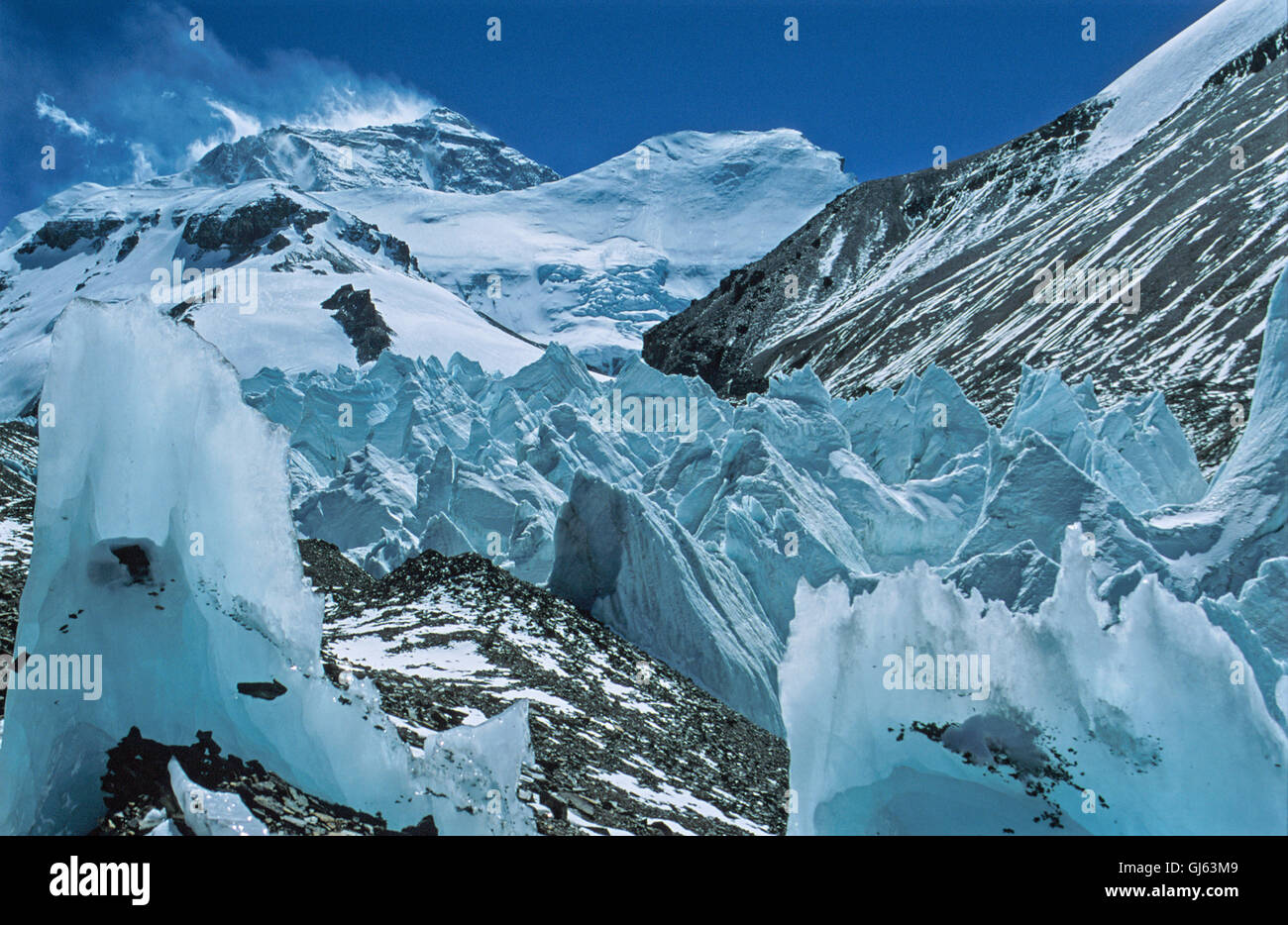 Mount  Everest (8,848 metres) with  snow  drifting  off  the  top of  the  summit  in  high  winds  on  our  descent - Stock Image