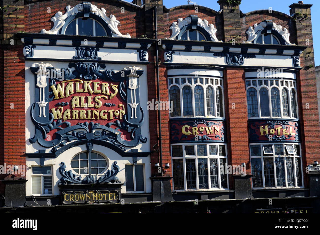 The Crown Hotel, 43 Lime St, Liverpool L1 1JQ - Walkers Warrington Ales - Stock Image