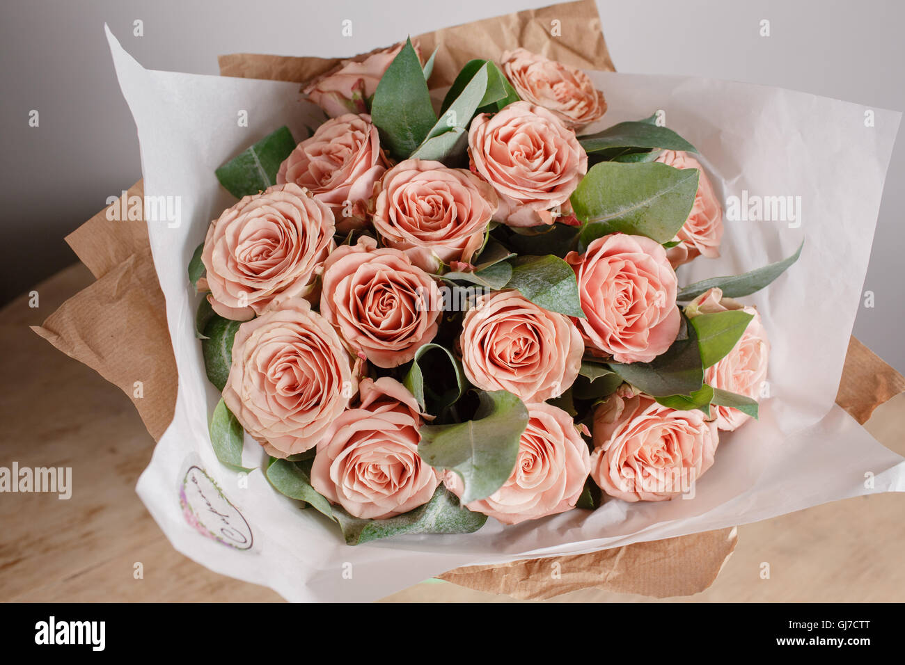 Capuchino Grade Roses Florist Girl With Rich Bunch Flowers Fresh