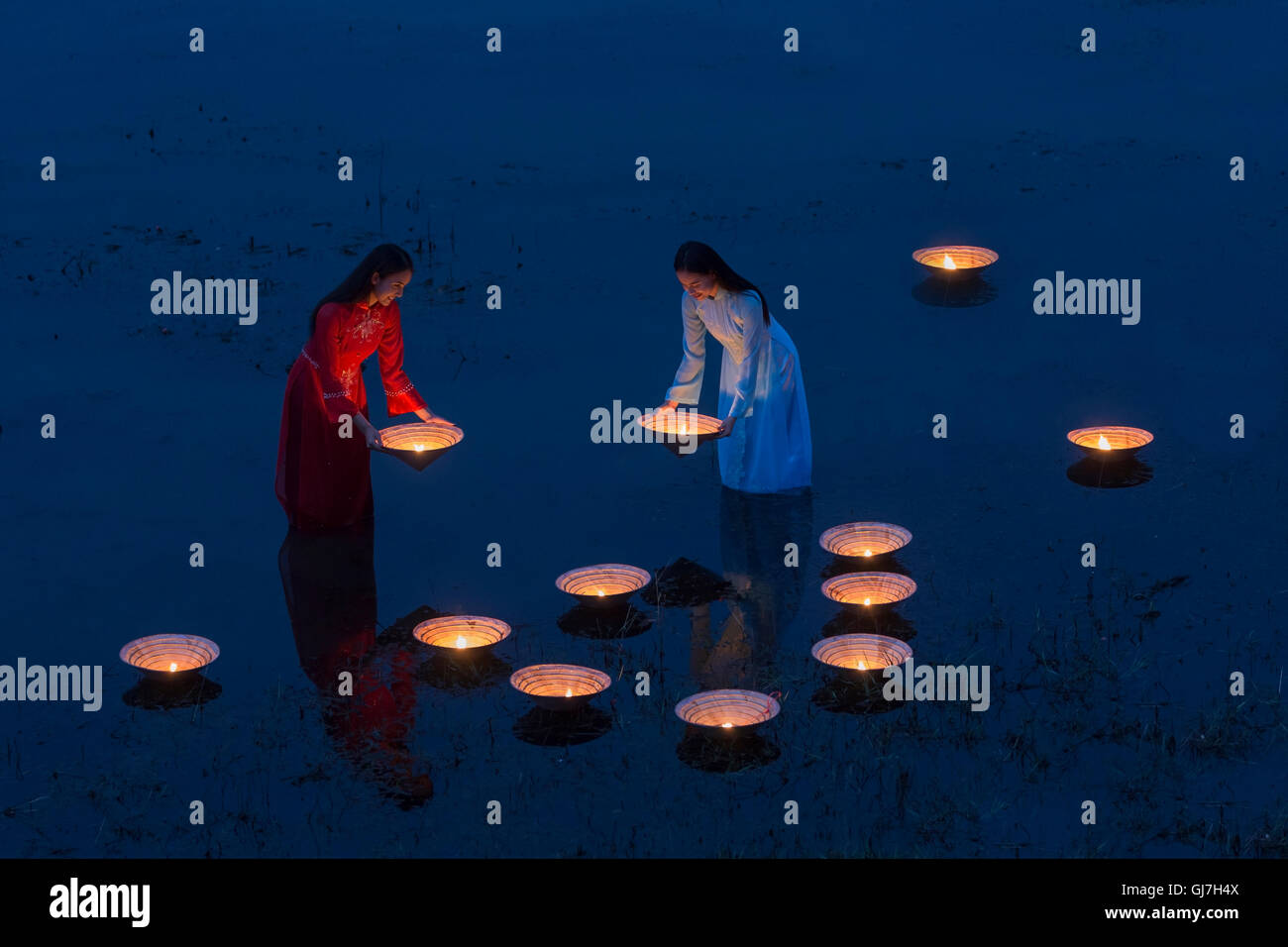 Asia, Lamplighter Vietnamese girl in river Made from the hat - Stock Image
