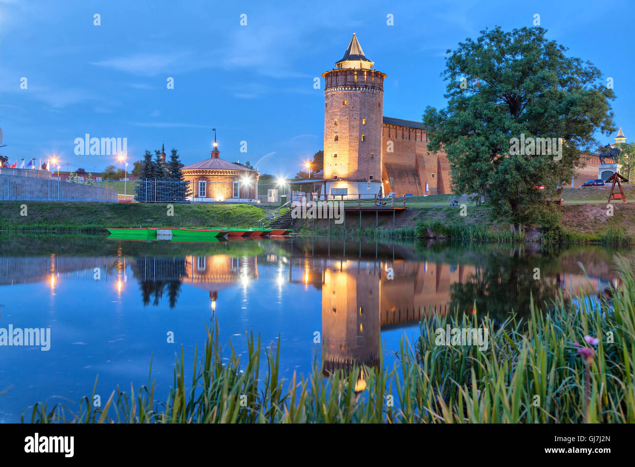 Tower an wall of Kolomna kremlin reflecting in water in the evening, Kolomna, Moscow region, Russia - Stock Image