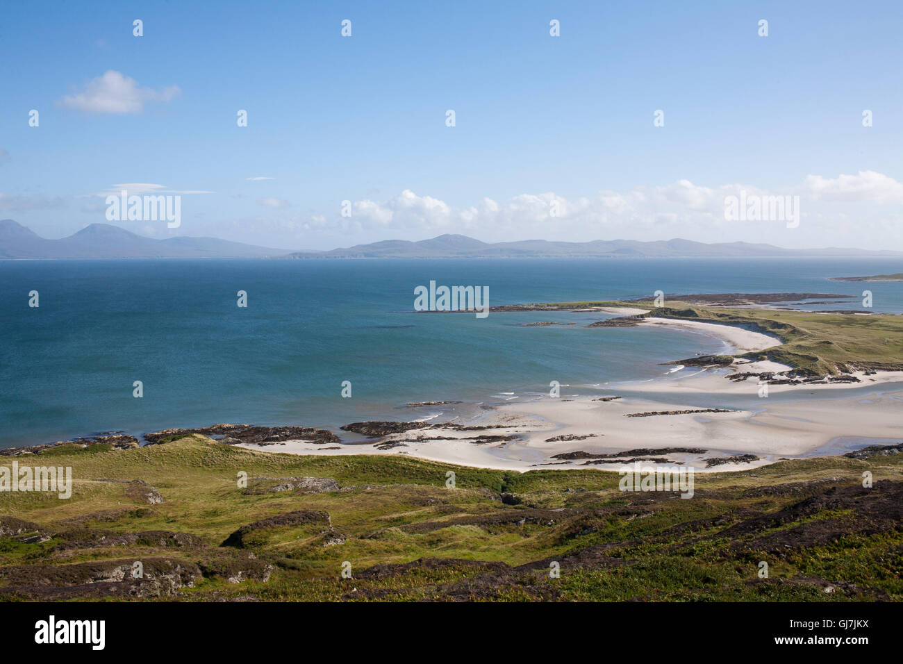 The Rubha Ban beaches on Colonsay and Oransay in the Inner Hebrides, Scotland. Jura and Islay can be seen in the - Stock Image