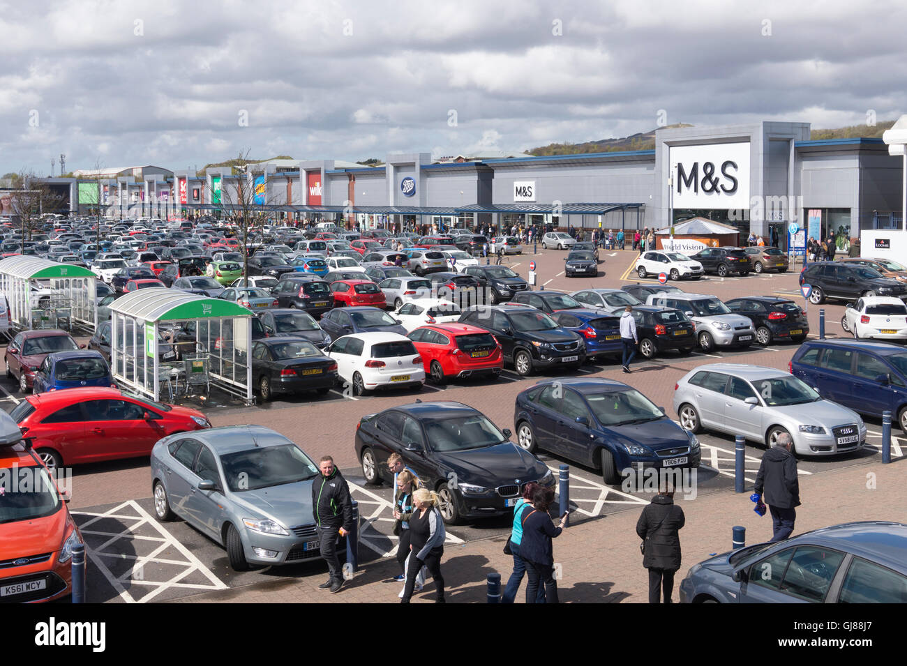 Middlebrook Retail Park Car Park in Horwich - Stock Image
