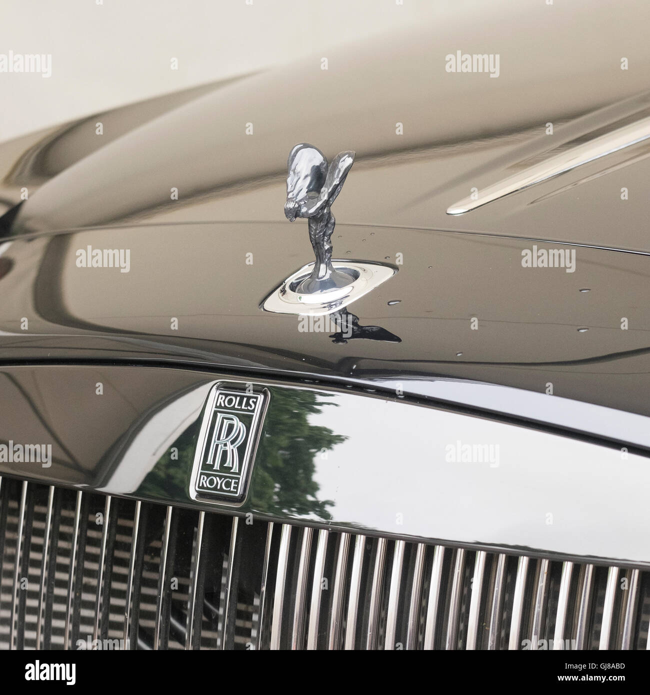 Close Up Showing The Rolls Royce Badge And Spirit Of Ecstasy On The