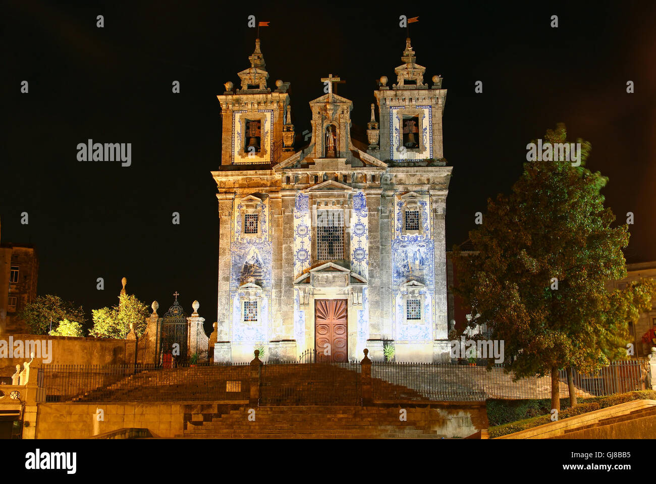Old church of Saint Ildefonso (Igreja de Santo Ildefonso) covered with azulejos tiles, Porto, Portugal - Stock Image