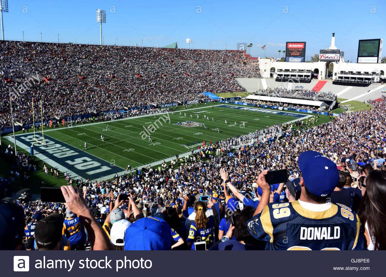 Los Angeles, California, USA. 13th Aug, 2016. Los Angeles Rams kicks-off against the Dallas Cowboys at the Los Angeles Memorial Coliseum on Saturday, August 13, 2016. (Photo by Keith Birmingham/ Pasadena Star-News) © San Gabriel Valley Tribune/ZUMA Wire/Alamy Live News Stock Photo