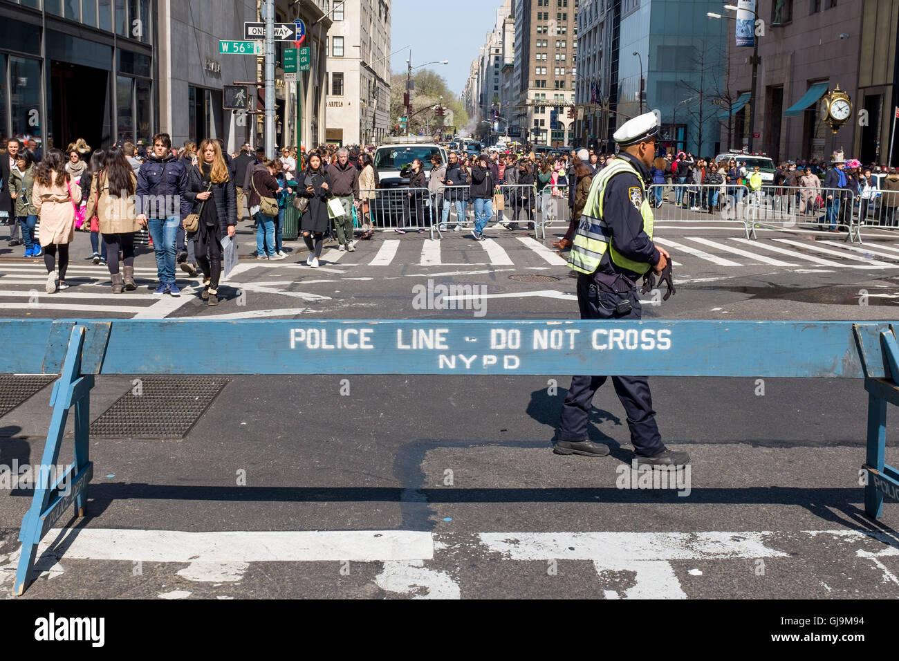 New York City USA, Police Line, 5th Avenue, - Stock Image