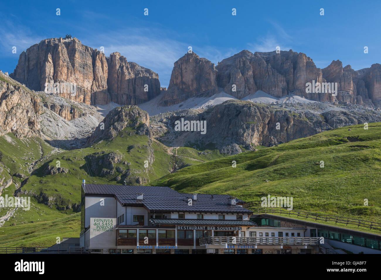 Cable car station on Pordoi Pass (2.240 m), leading to Sass Pordoi (2.950 m), Sella group, Dolomites, Italy - Stock Image