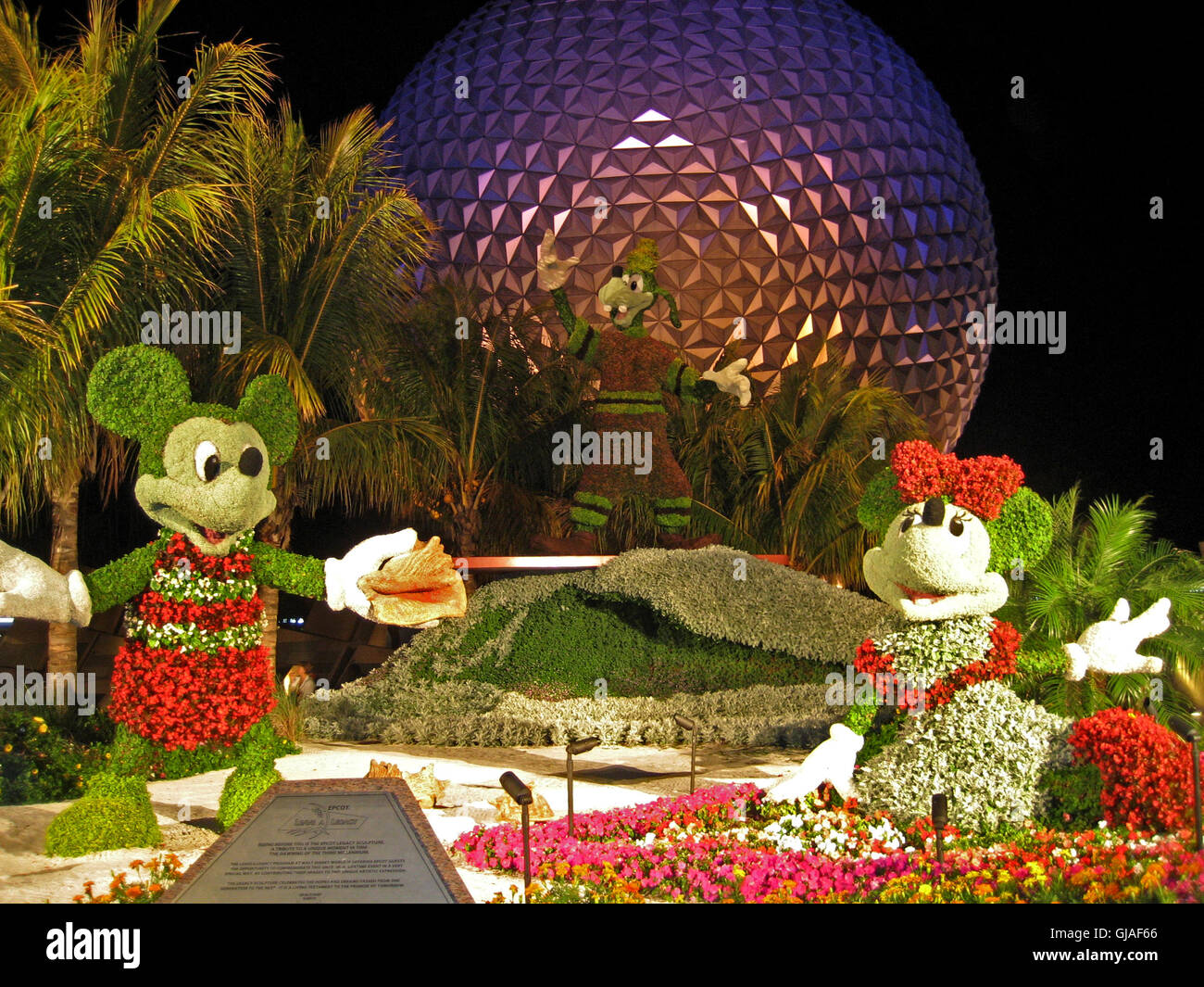 Epcot Flower And Garden Show Stock Photos & Epcot Flower And Garden ...