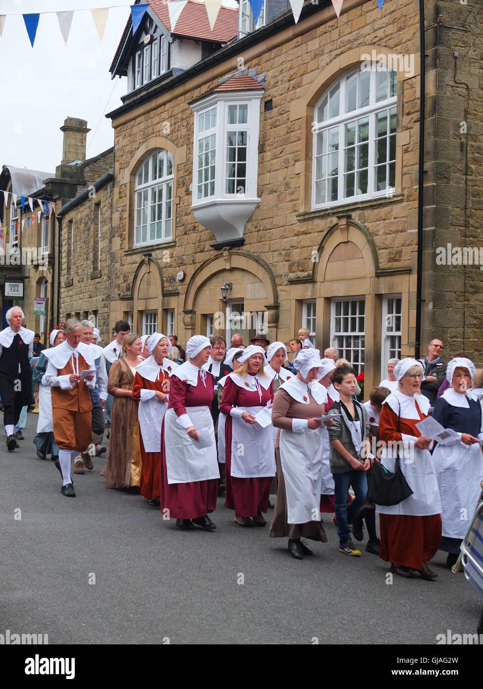 Villagers in costume process through the village of Eyam to Cucklet Delf during the annual Plague Commemoration - Stock Image