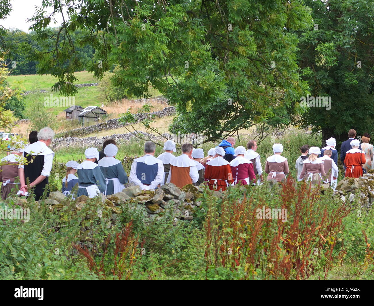 Costumed villagers process from the village of Eyam to Cucklet Delf during their annual Plague Commemoration Service. - Stock Image