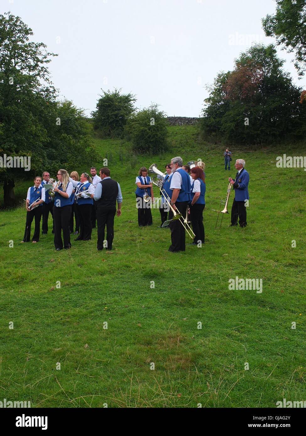 Brass band in open countryside at the Eyam Plague Commemoration, Cucklet Delf - Stock Image