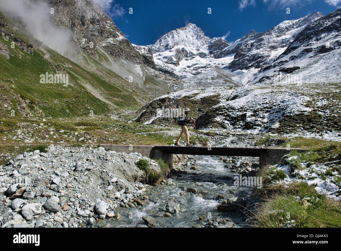 Crossing under the Ober Gabelhorn along the trail to the Schonbielhutte, Zermatt, Switzerland Stock Photo