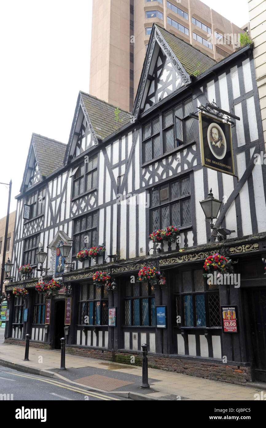 Shakespeare historic pub, 16 Fountain St, City Centre, Manchester M2 2AA Stock Photo