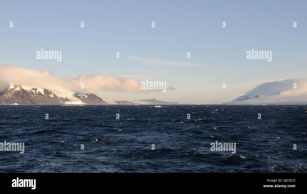 The icecap of the Antarctic Peninsula comes down to the Antarctic Sound between Hope Bay and Brown Bluff Stock Photo
