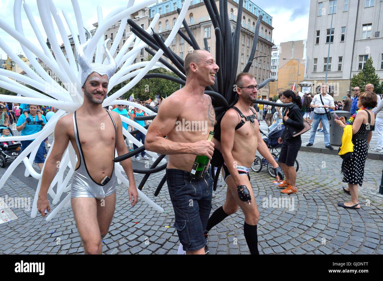 Photos Conchita Wurst Canon pour la gay pride de Prague ma queue gay gogo danseur
