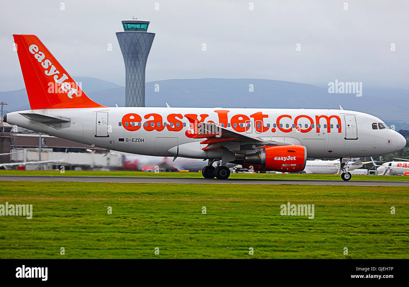 Easyjet. (Airbus A319-111) plane taking off.UK - Stock Image