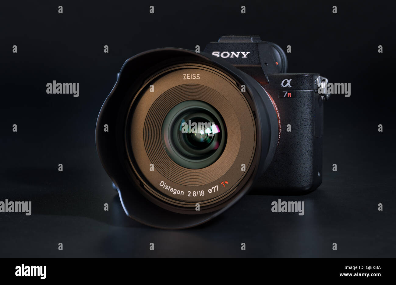 Sony A7r Ii Alpha Mirrorless Fast Focusing And 4k Shooting