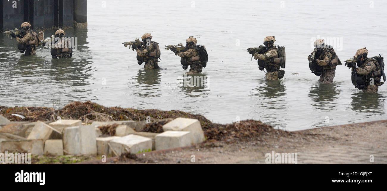 Kampftaucher der Marine / Bundeswehr während einer Übung / Einsatz am 5. April 2014 in Eckernförde. - Stock Image