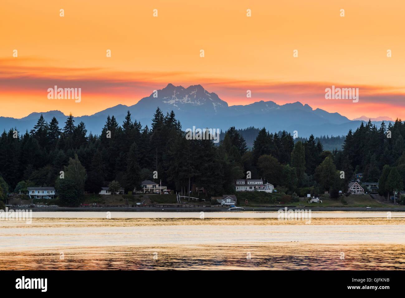 Picturesque sunset view over the Olympic Peninsula mountains, Bremerton, Kitsap Peninsula, Washington, USA - Stock Image