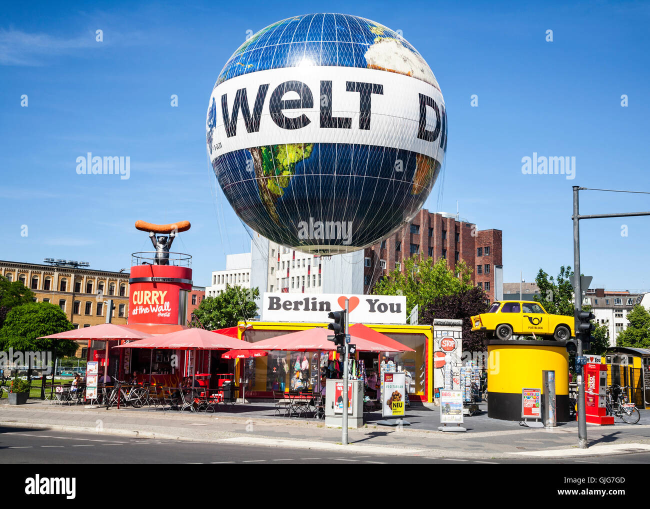 The Die Welt Balloon and retail outlets along from Check Point Charlie, Zimmerstr, Mitte, Berlin, Germany. - Stock Image