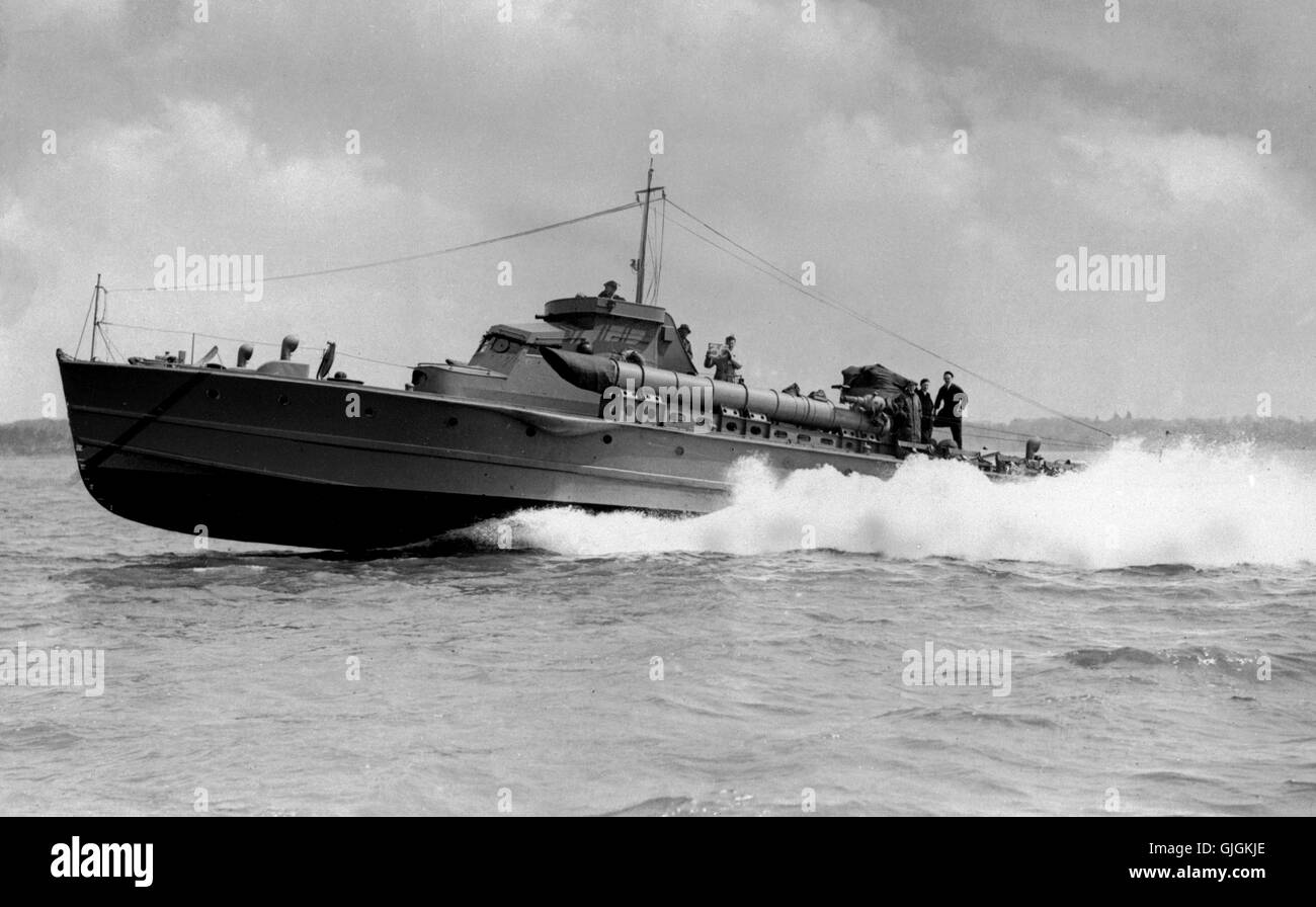AJAX NEWS & FEATURE SERVICE. 1941. SOLENT, ENGLAND. - MTB AT SPEED -  1941 THORNYCROFT DESIGNED AND BUILT MTB - Stock Image