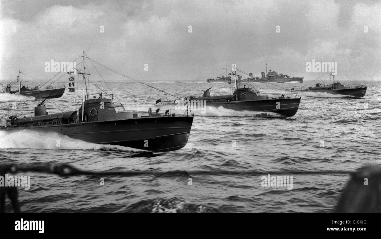 AJAX NEWS & FEATURE SERVICE. 1940 (APX). CHANNEL, ENGLAND. - MTBs AT SPEED -  A GROUP OF THORNYCROFT MOTOR TORPEDO - Stock Image