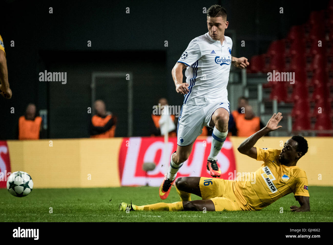 Denmark, Copenhagen, August 16th 2016. Benjamin Verbic (7) of FC Copenhagen is tackled by APOEL's Vinicius (16) Stock Photo