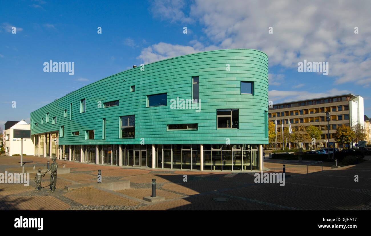 BRD, Deutschland, NRW, Bergheim, Kultur- und Medienzentrum Medio Rhein-Erft, rechts das Rathaus - Stock Image