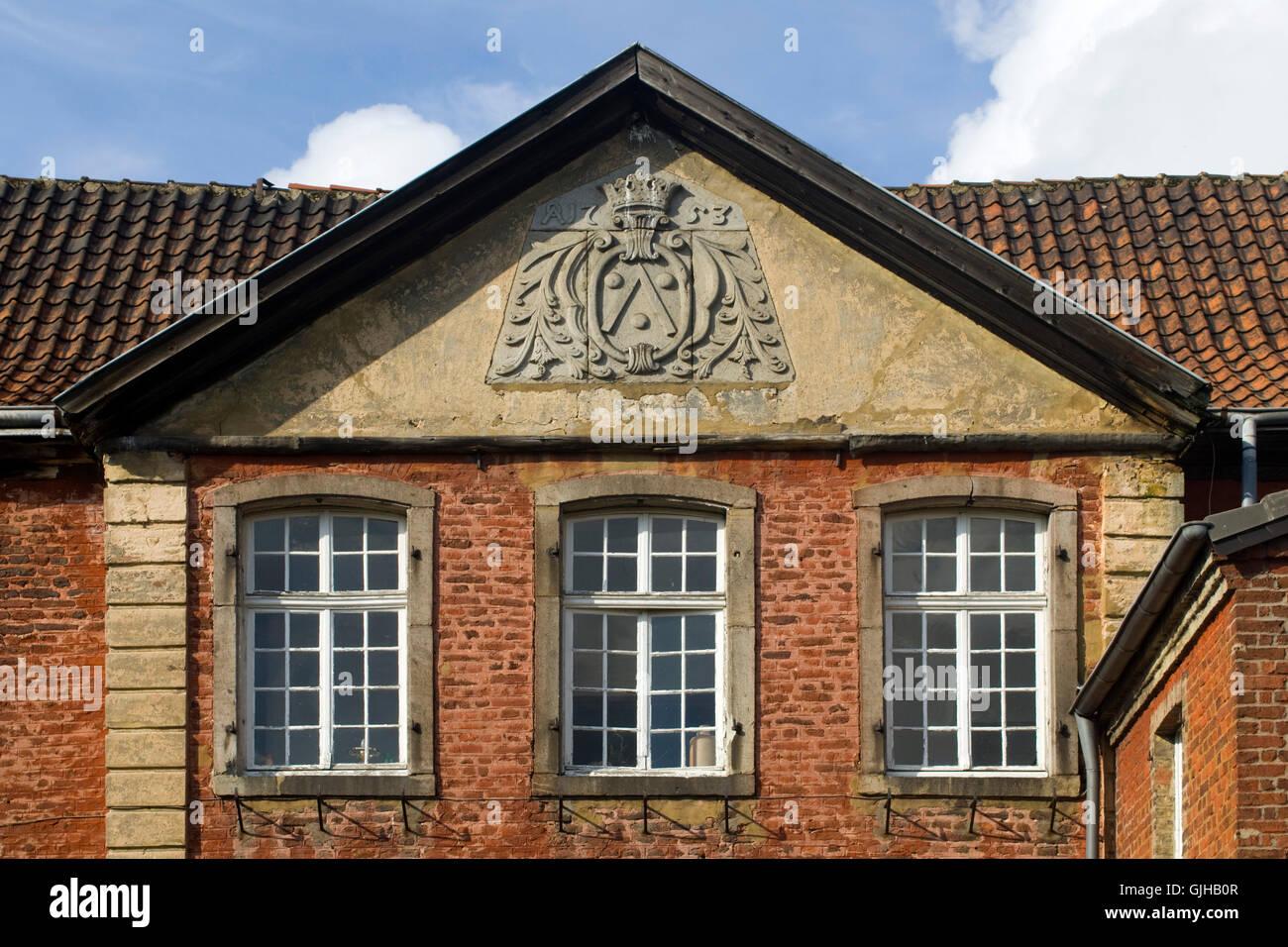 BRD, Deutschland, NRW, Bergheim, Niederaußem, Gut Asperschlag mit Wappen von Cloet aus dem Jahre 1753 im Giebel. - Stock Image