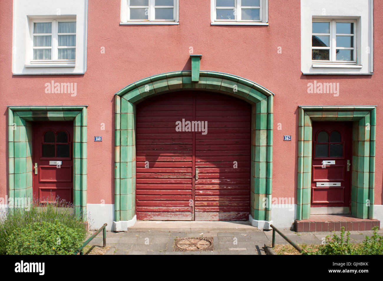 BRD, Deutschland, NRW, Frechen-Bachem, Hubert-Prott-Strasse 148, keramische Türrahmungen, Ooms´sche Keramik - Stock Image