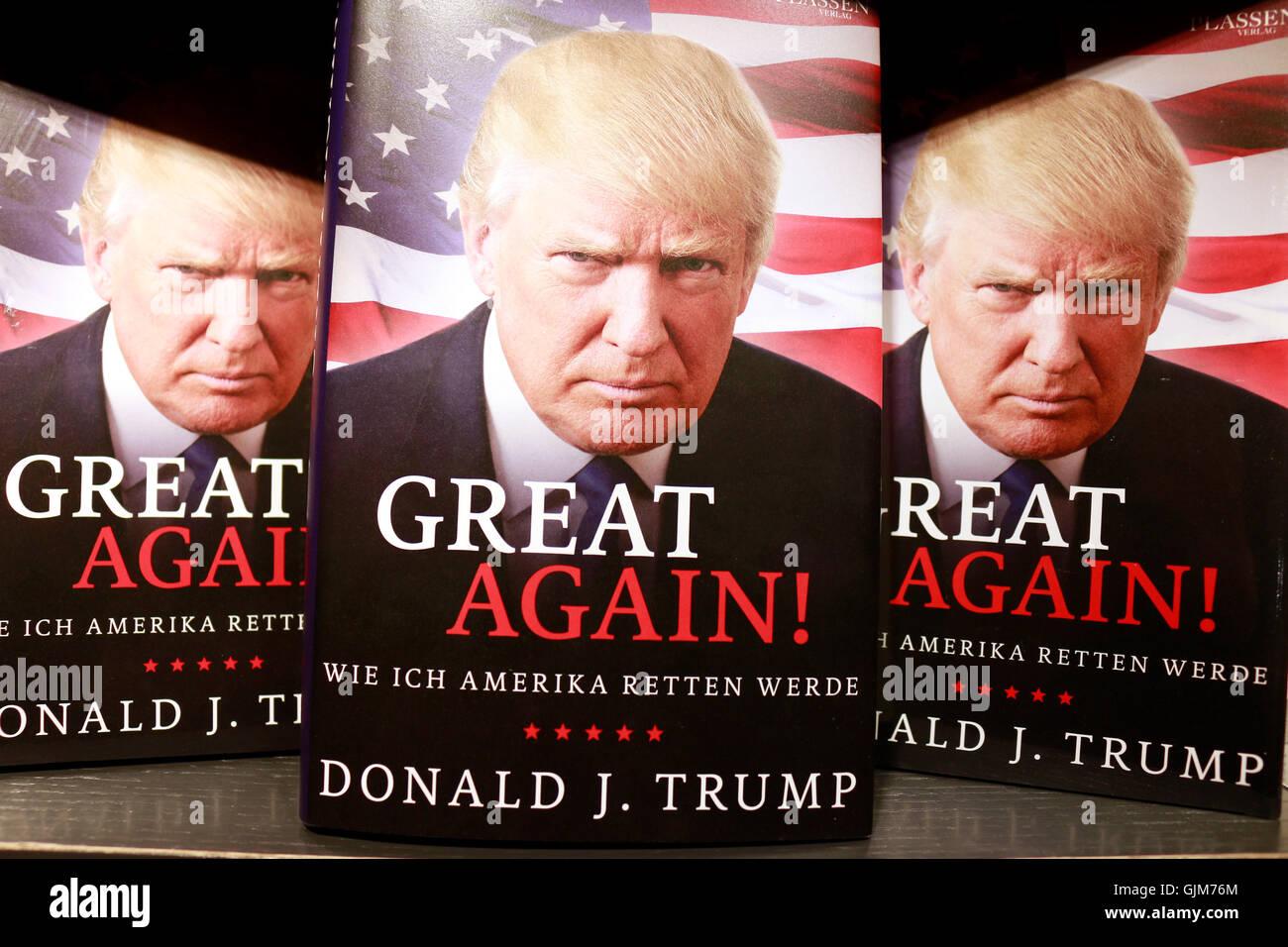 Donald Trump auf einem Buchcover - Symbolbild zum Praesidentschaftswahlkampf in den USA, Berlin. Stock Photo