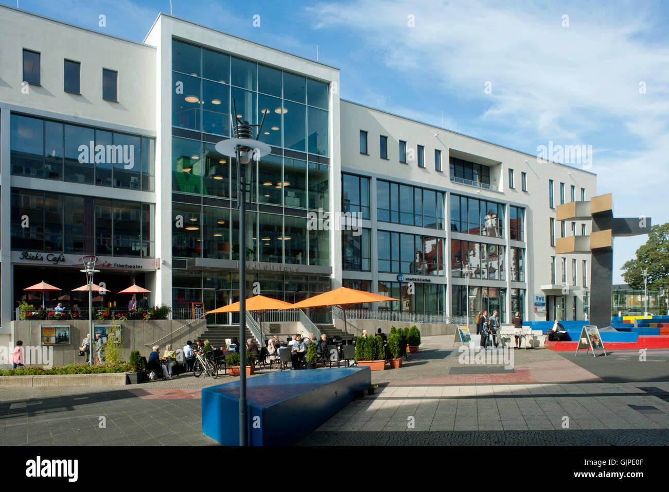 Deutschland, Nordrhein-Westfalen, Mühlheim an der Ruhr, Viktoriastrasse, Medienhaus und Stadtbibliothek - Stock Image