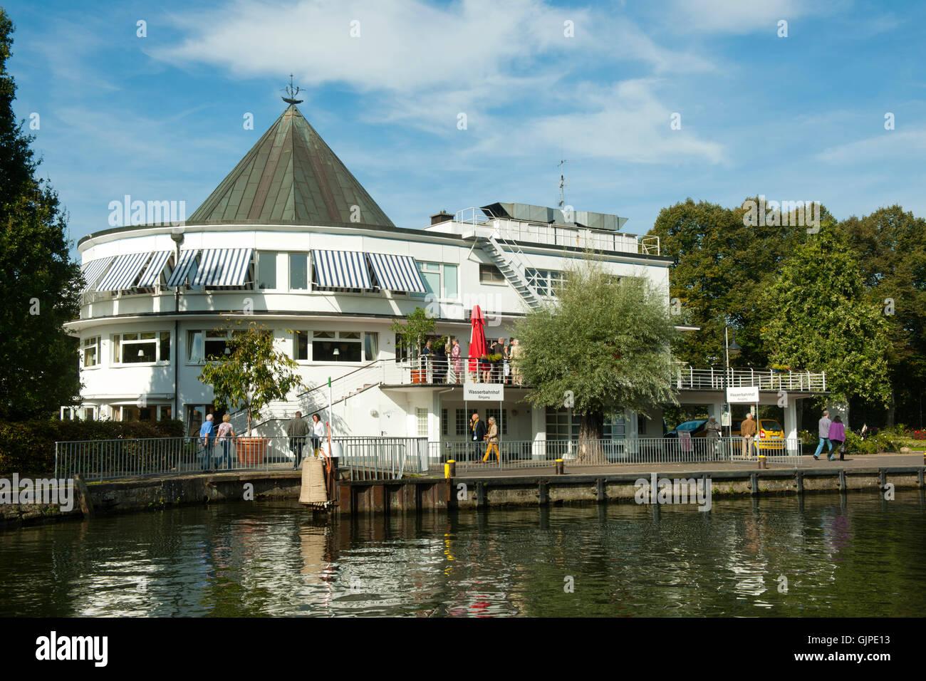 Deutschland, Nordrhein-Westfalen, Mühlheim an der Ruhr, Wasserbahnhof auf der Schleuseninsel - Stock Image