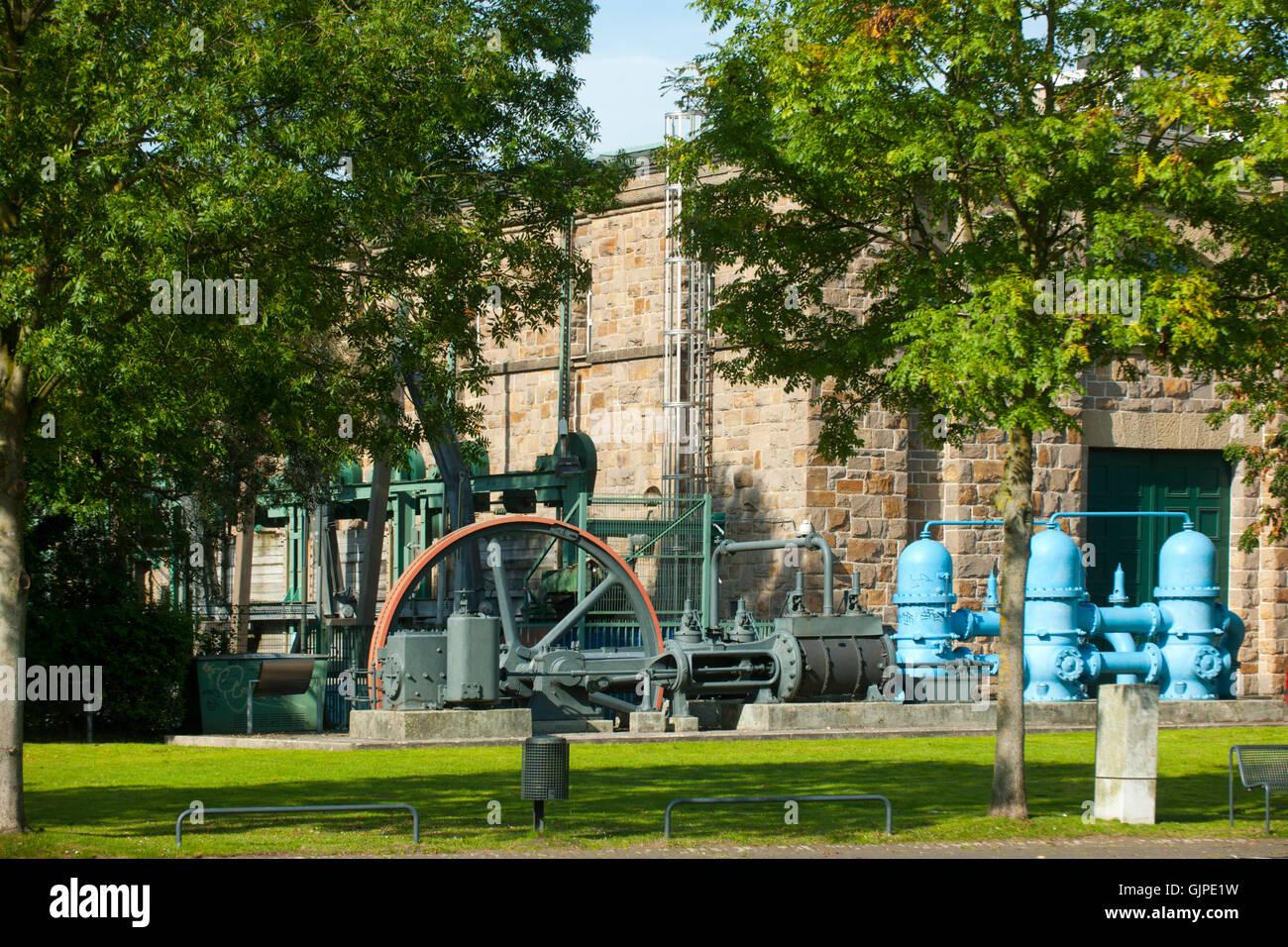 Deutschland, Nordrhein-Westfalen, Mühlheim an der Ruhr, Schleuseninsel, Wasserkraftwerk Kahlenberg - Stock Image
