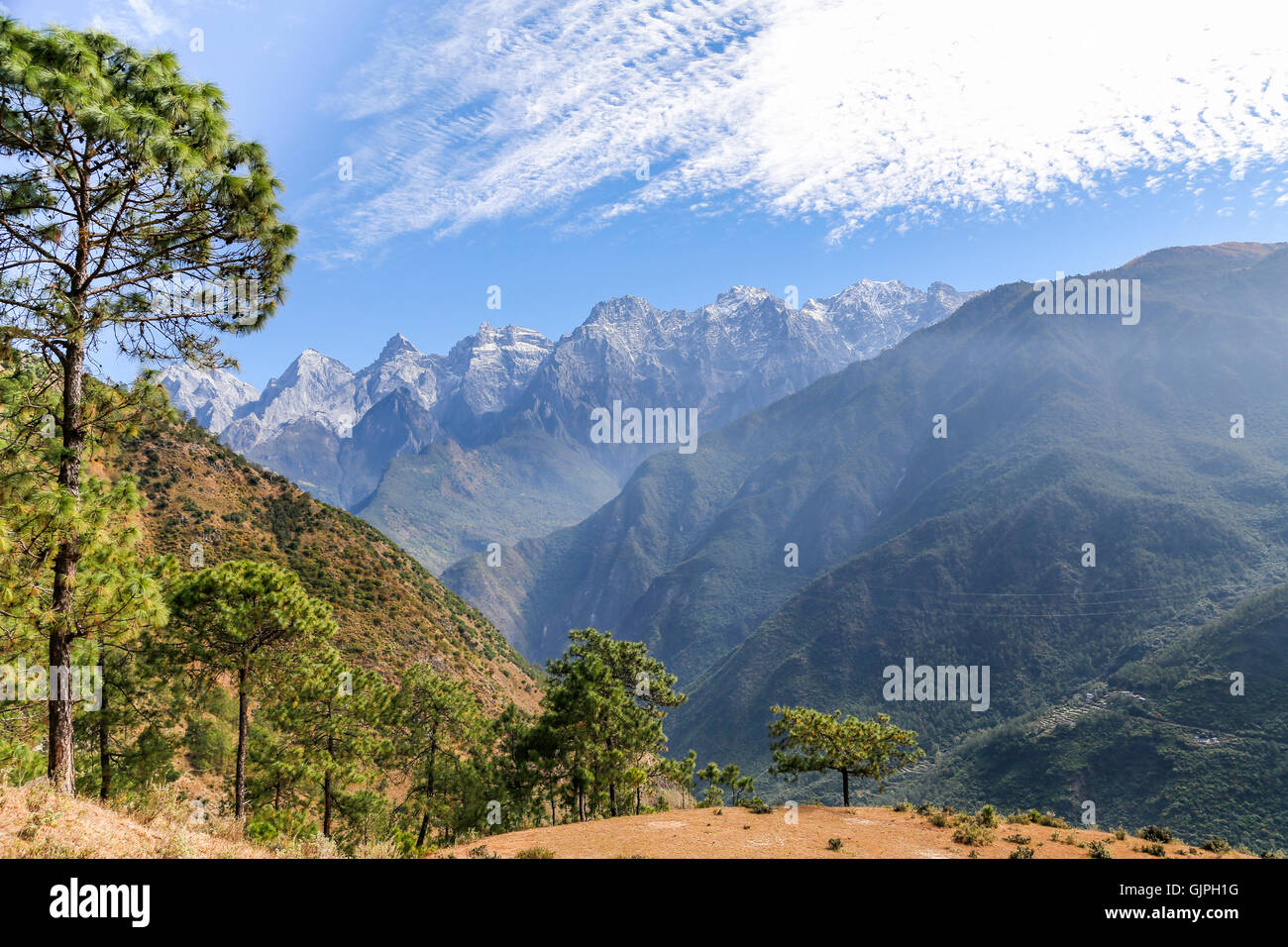 The Jade Dragon Snow Mountains, Tiger Leaping Gorge, Yunnan, China. - Stock Image