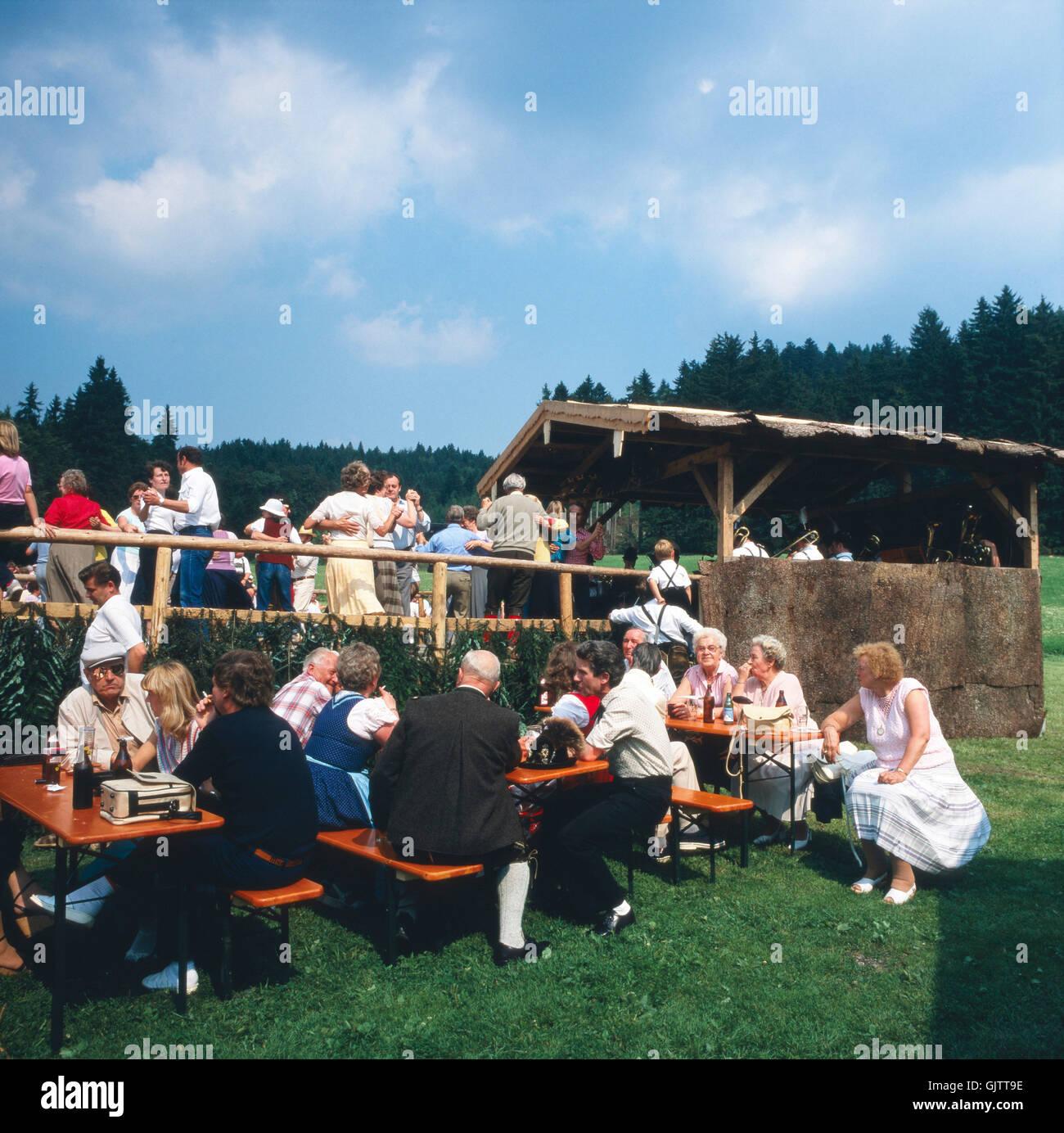 Oberbayern, Landkreis Traunstein, 1980er. Volksfest in der Nähe von Inzell. Upper Bavaria, Traunstein county, - Stock Image