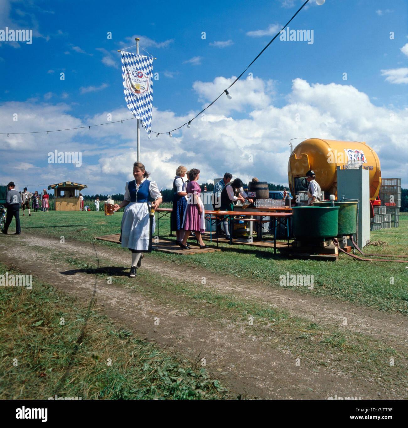 Oberbayern, Landkreis Traunstein, 1980er. Volksfest in der Nähe von Inzell. Hier ein Bier-Container. Upper - Stock Image